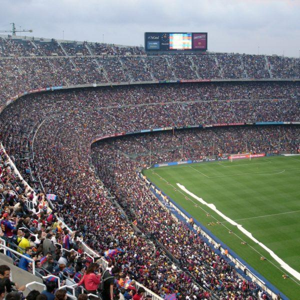 Fussballstadion mit Zuschauern